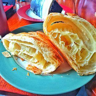 Foto 21 - Makanan(Croissant ) di Convivium oleh duocicip