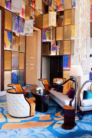Foto 49 - Interior di The Writers Bar - Raffles Jakarta Hotel oleh Indra Mulia