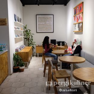 Foto 5 - Interior di Ombe Kofie oleh Darsehsri Handayani