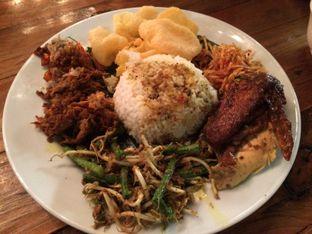 Foto 3 - Makanan(Nasi Bali Ayam Betutu) di Fishology oleh Elvira Sutanto