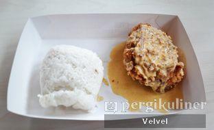 Foto - Makanan(Salted Egg Chicken) di KFC oleh Velvel