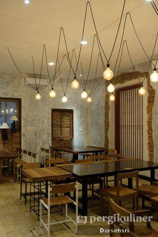 Foto 13 - Interior di Artivator Cafe oleh Darsehsri Handayani