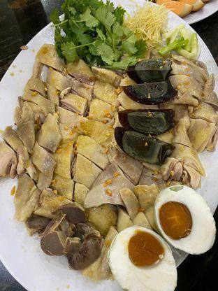 Foto 4 - Makanan di Bubur Ayam Mangga Besar 1 oleh Duolaparr