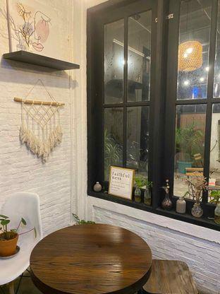 Foto 8 - Interior di Jonbon's Coffee & Eatery oleh Jeljel