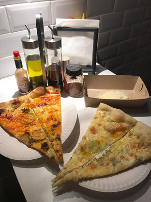 Foto 1 - Makanan di Sliced Pizzeria oleh Pengembara Rasa