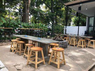 Foto 5 - Interior di Miluyu Coffee Lounge oleh Fadhlur Rohman