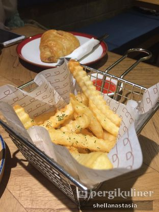 Foto 1 - Makanan(French Fries) di Doma Dona Coffee oleh Shella Anastasia