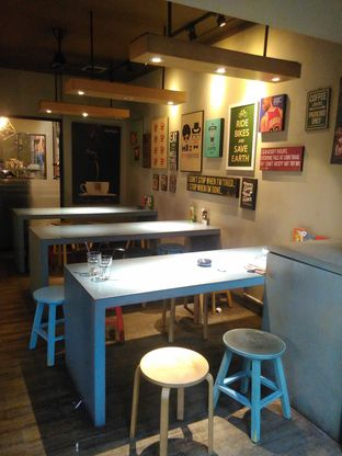 Foto 7 - Interior di Kopium Artisan Coffee oleh Renodaneswara @caesarinodswr