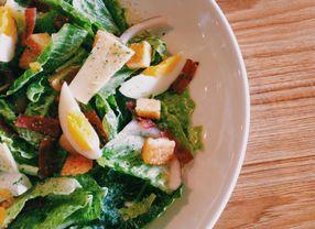 Bagian-bagian yang Kaya Manfaat pada Salad untuk Kesehatan Kulit