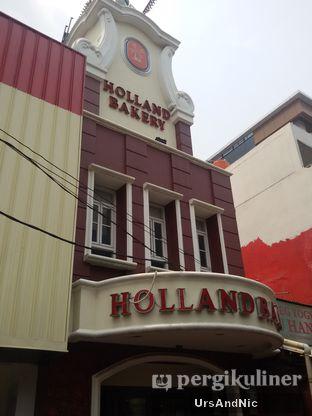 Foto 2 - Eksterior di Holland Bakery oleh UrsAndNic