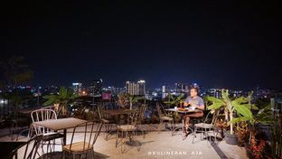 Foto 9 - Eksterior di 65 Rooftop Pool Bar - U Janevalla Bandung oleh @kulineran_aja