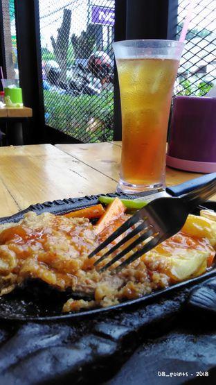 Foto 2 - Makanan(Iced Tea & Tenderloin Hotplate) di Steak Moen - Moen oleh 08_points