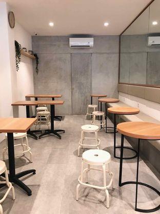 Foto 2 - Interior(Indoor) di Toko Kopi Maru oleh Anang