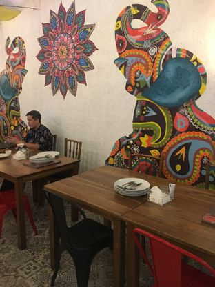 Foto 5 - Interior di Little India Restaurant oleh Jeljel