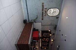 Foto 6 - Interior di Tempt Coffee Roaster oleh Della Ayu