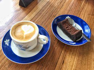 Foto 2 - Makanan(Cappucino & Brownies ) di Warung Kopi Limarasa oleh Putri Miranti  Allamanda