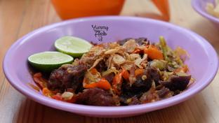 Foto 5 - Makanan di Soto & Sop Khas Betawi Bang Nawi oleh Yummyfoodsid