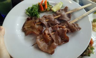 Foto 4 - Makanan(Wagyu Tongue Kushiyaki) di Enmaru oleh Jocelin Muliawan