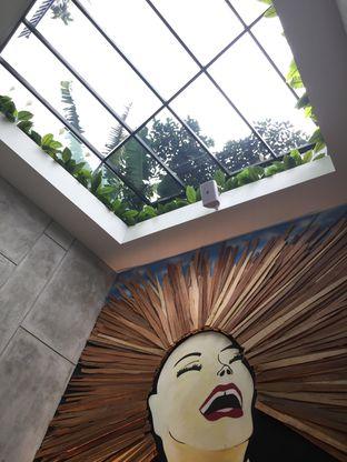 Foto 3 - Interior di Red Door Koffie House oleh @Itsjusterr