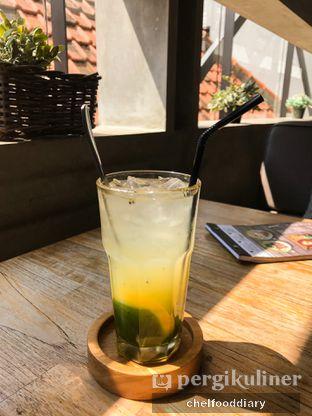 Foto 4 - Makanan(Yellow Sunfresh) di One Eighty Coffee and Music oleh @chelfooddiary