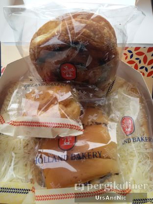 Foto 1 - Makanan di Holland Bakery oleh UrsAndNic