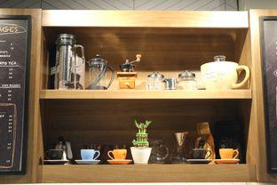 Foto 23 - Interior di MacKenzie Coffee oleh Mola Hidratinum