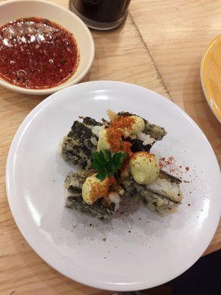 Foto 5 - Makanan(Spicy Crunchy Nori Sushi) di Tom Sushi oleh Qorry Ayuni