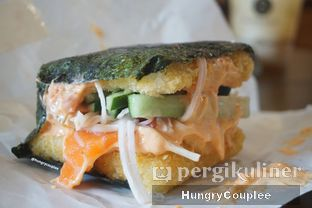 Foto 2 - Makanan di Burgushi oleh Hungry Couplee