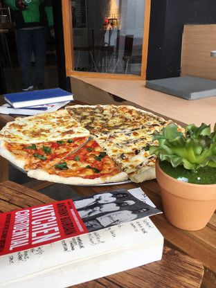 Foto 15 - Makanan di Sliced Pizzeria oleh Prido ZH