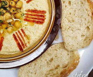 Foto 1 - Makanan(Hummus) di Des & Dan oleh Stanzazone