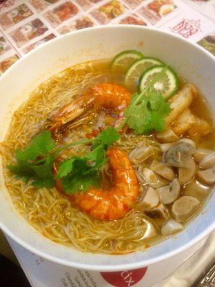 Foto 3 - Makanan(Tomyum Noodle Soup) di Chopstix oleh Dianty Dwi