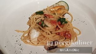 Foto 5 - Makanan di Roosevelt - Hotel Goodrich Suites oleh UrsAndNic
