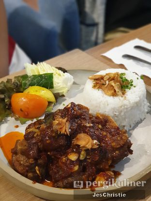 Foto 5 - Makanan(Buntut Goreng Bumbu Rujak) di Billie Kitchen oleh JC Wen