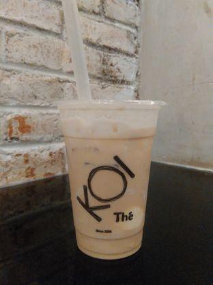 Foto 1 - Makanan(Caramel Milk Tea, ice cream topping (medium size) (IDR 42k) ) di KOI The oleh Renodaneswara @caesarinodswr
