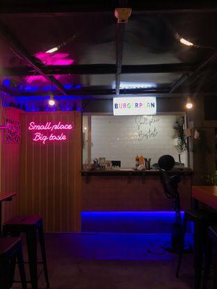 Foto 6 - Interior di Burger Plan oleh @makankudiary (by tamy)