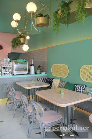 Foto 5 - Interior di Unison Cafe oleh Selfi Tan