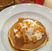 Foto Honeycomb and Hot Salted Caramel sauce di Pancious