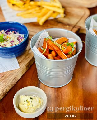 Foto 3 - Makanan(Sweet Potato Fries With Sour Cream) di The Brotherhood oleh @teddyzelig