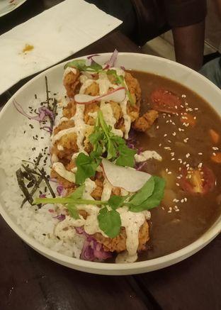 Foto 13 - Makanan(Soft Shell Crab Curry (IDR 85k) ) di Onni House oleh Renodaneswara @caesarinodswr