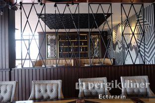 Foto 7 - Interior di The Socialite Bistro & Lounge oleh Ectararin