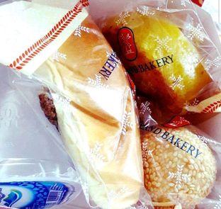 Foto 3 - Makanan di Holland Bakery oleh heiyika
