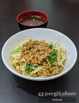 Foto 1 - Makanan(Mie Lebar Porsi Kecil) di Bakmi Aliang Gg. 14 oleh Velvel