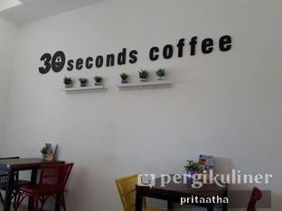 Foto 9 - Interior di 30 Seconds Coffee House oleh Prita Hayuning Dias