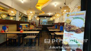 Foto 4 - Interior di Pak Qomar - Bebek & Ayam Goreng oleh Jakartarandomeats