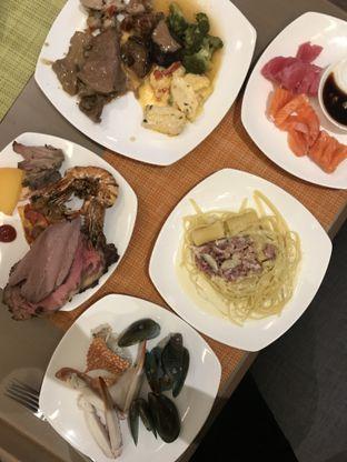 Foto 3 - Makanan di The Square - Hotel Novotel Tangerang oleh @stelmaris
