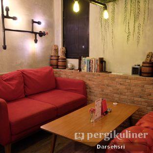 Foto 7 - Interior di Gerilya Coffee and Roastery oleh Darsehsri Handayani