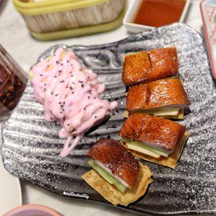 Foto 3 - Makanan(Kulit bebek spesial dan salad buah) di Wan23 oleh Stellachubby
