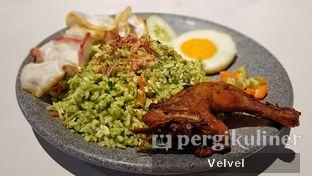 Foto 1 - Makanan(Nasi Goreng Hijau with Ayam, Telor & Sambal Hijau) di Warung Bos oleh Velvel