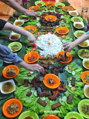 Foto 2 - Makanan di Ayam Bakar Boemboe Legenda oleh Love2EatCouple