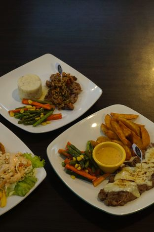 Foto 6 - Makanan di RAY'S Steak & Grill oleh yudistira ishak abrar